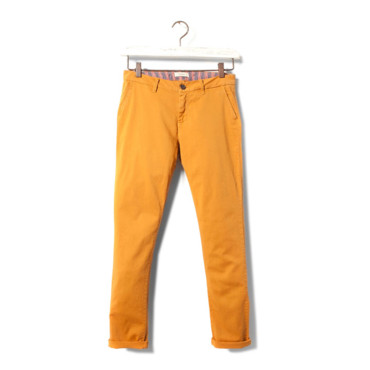 Chino jaune moutarde Pull and Bear 29.99 euros