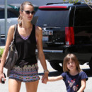 Alessandra Ambrosio adopte avec brio l&#039;imprim aztque  LA