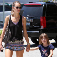 Alessandra Ambrosio adopte avec brio limprim aztque  LA