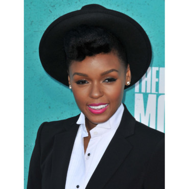Janelle Monae rouge à lèvres rose pepto MTV Music Awards 2012