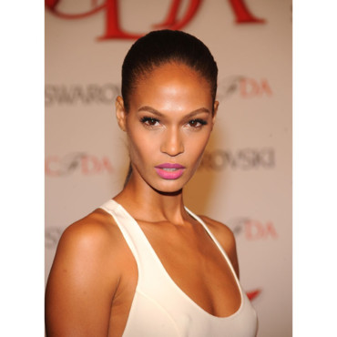 Joan Smalls CFDA Awards 2012 rouge à mèvres rose pepto