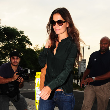 Katie Holmes collabore avec Bobbi Brown