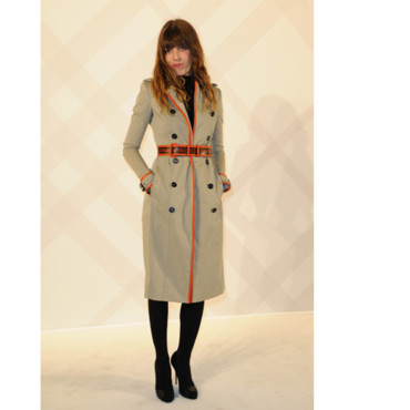 Lou Doillon en trench Burberry