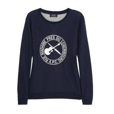 "A.P.C. affiche son ""Rue Madame"" sur son sweat."