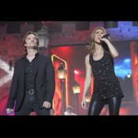 Photo : Cline Dion et David Hallyday aux Enfoirs 2008