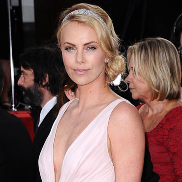 Charlize Theron headband Golden Globes 2012