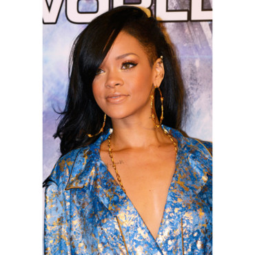 Rihanna coloration brune avril 2012 avant premire Battleship Tokyo 