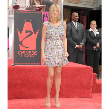 Jennifer Aniston en mini robe Prada