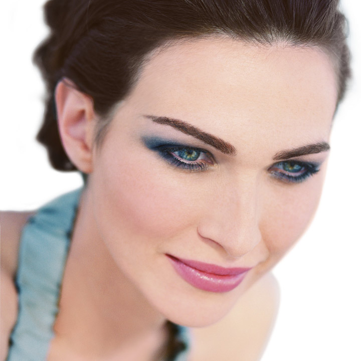 Tendance maquillage 2010 le smoky eyes color smoky eyes look bleu du dr pierre ricaud - Maquillage smoky eyes ...