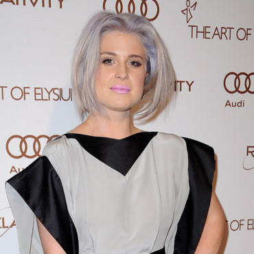 Kelly Osbourne cheveux gris Gala Art of Elysium