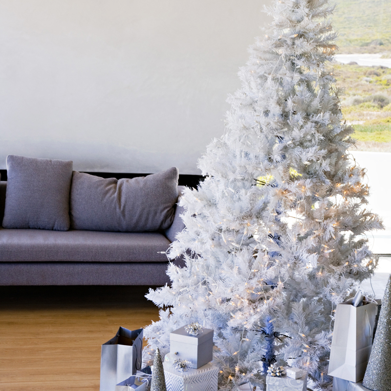 Pin d co de sapin de no l blanc f rique on pinterest - Decorer un sapin de noel blanc ...