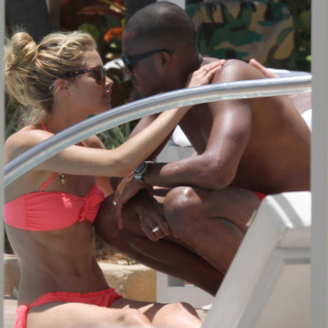 Doutzen Kroes et Sunnery James dans un moment de tendresse