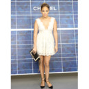 Jennifer Lopez en robe Chanel à la Fashion Week de Paris