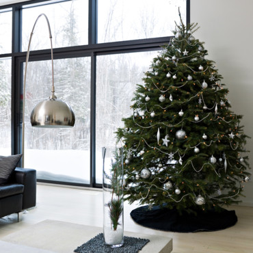 30 sapins de no l pour trouver son style d co un sapin de no l tout en sobri t d co. Black Bedroom Furniture Sets. Home Design Ideas