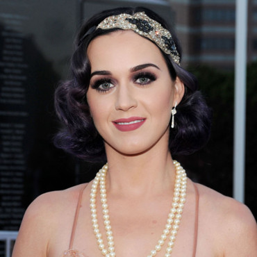 katy perry ses cheveux boucl s ann es folles nous. Black Bedroom Furniture Sets. Home Design Ideas
