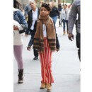 Willow Smith en pantalon rayé