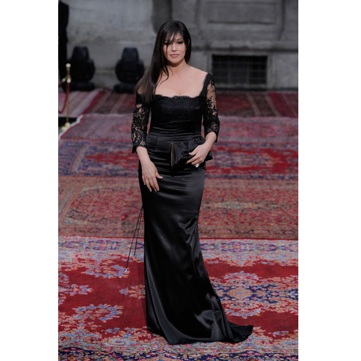 monica bellucci une star radieuse au d ner dolce gabbana d ner dolce gabbana monica. Black Bedroom Furniture Sets. Home Design Ideas