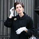 Chignon banana Ashley Greene sur le tournage de Pan Am à Manhattan janvier 2012