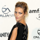 Looks beautés Fashion Week Milan Gala Amfar Anja Rubik