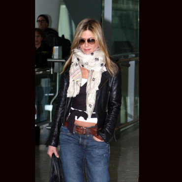Jennifer Aniston et son foulard Louis Vuitton
