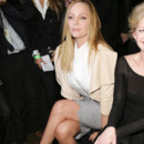Uma-Thurman-front-row-for-t