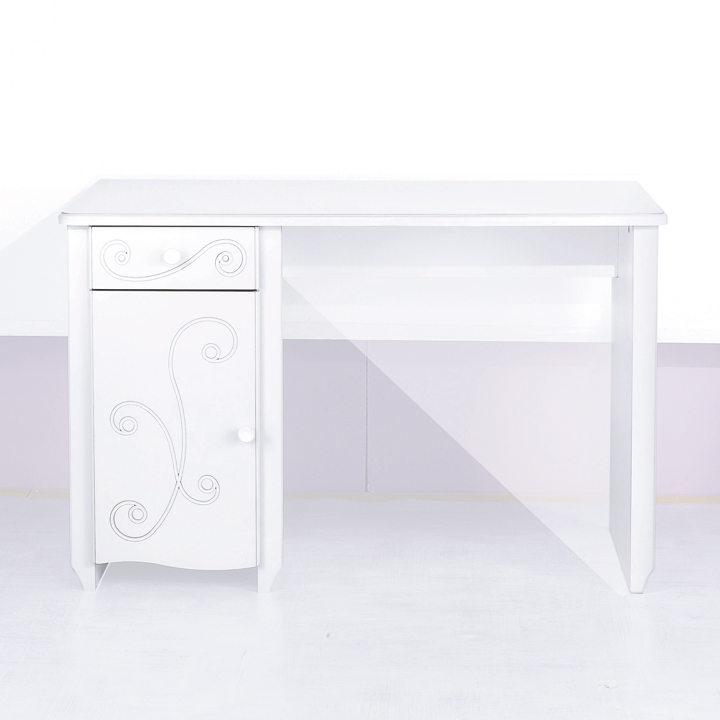 rentr e 2009 les 20 bureaux pour enfants le bureau alice conforama d co. Black Bedroom Furniture Sets. Home Design Ideas