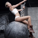 Miley Cyrus dans le clip Wrecking Ball sur Instagram