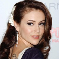 Photo : Alyssa Milano a les yeux revolvers
