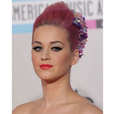 Katy Perry chignon rose aux American Music Awards 2011 Los Angeles