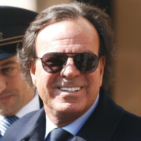 people : Julio Iglesias
