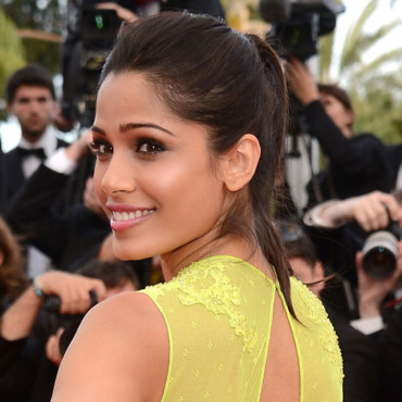 Freida Pinto en queue de cheval au Festival de Cannes 2012