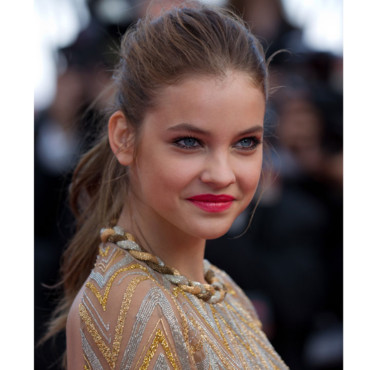 Barbara Palvin en queue de cheval au Festival de Cannes 2012