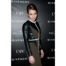 Noomi Rapace chignon banane soirée Givenchy Fashion Week Paris 2011/2012