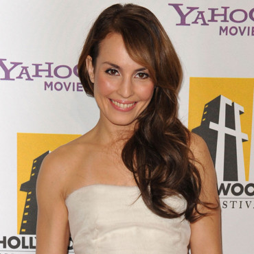 Noomi Rapace one shoulder cheveux longs octobre 2010 Hollywood Awards