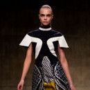 Cara Delevingne au défilé Peter Pilotto à la Fashion Week de Londres 2013