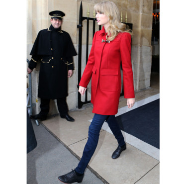 Taylor Swift preppy girl à Paris