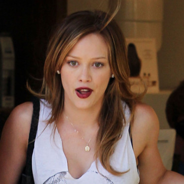 Hilary Duff sortant d'un salon de beauté