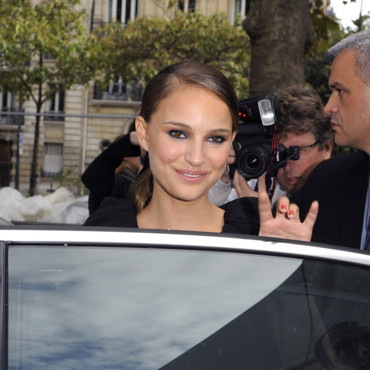 Natalie Portman pour le défilé Giambatista Valli Fashion Week PE 2009 Paris smoky eye septembre 2008