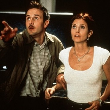 Courteney Cox et David Arquette dans Scream, de Wes Craven