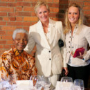 En 2005, Glenn Close et sa fille posent avec Nelson Mandela à New York