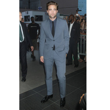 Robert Pattinson en costume élégant