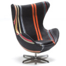 Le fauteuil Egg de Arne Jacobsen relooké par Paul Smith