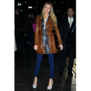 Blake Lively en trench en cuir marron Burberry
