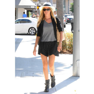 Ashley Tisdale en mode boyfriend
