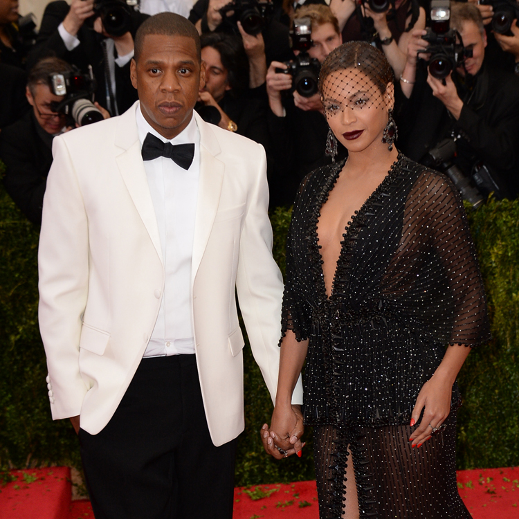 jay z redemande beyonc en mariage lors du gala du met 2014 actu people. Black Bedroom Furniture Sets. Home Design Ideas
