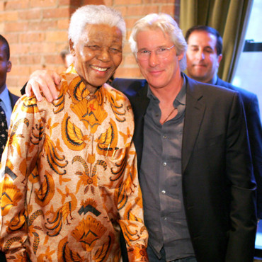Richard Gere pose avec Nelson Mandela en 2005 à New York