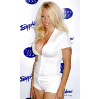 Photo : Pamela Anderson en mode bimbo