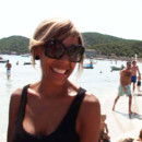 people : Cathy Guetta à la plage