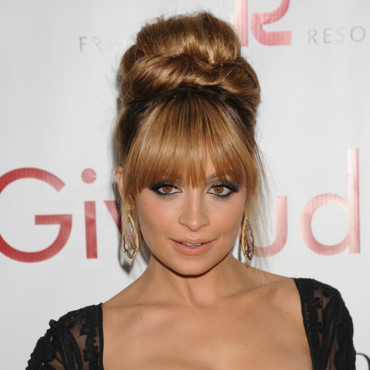 Nicole Richie et son chignon au Fiofi Awards à New York