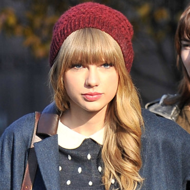 Taylor Swift et son bonnet bordeaux